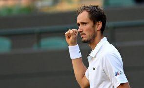Wimbledon: Medvedev recupera de 2-0 e avança para a quarta ronda