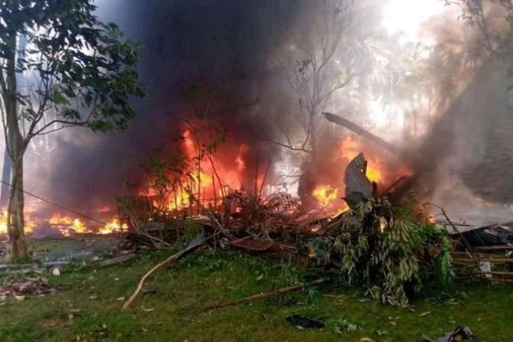 Pelo menos 17 mortos em queda de avião no sul das Filipinas [vídeo]