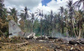 Pelo menos 45 mortos em acidente com avião militar filipino - novo balanço