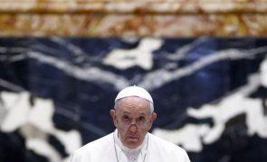 Papa operado hoje em Roma a um problema do cólon