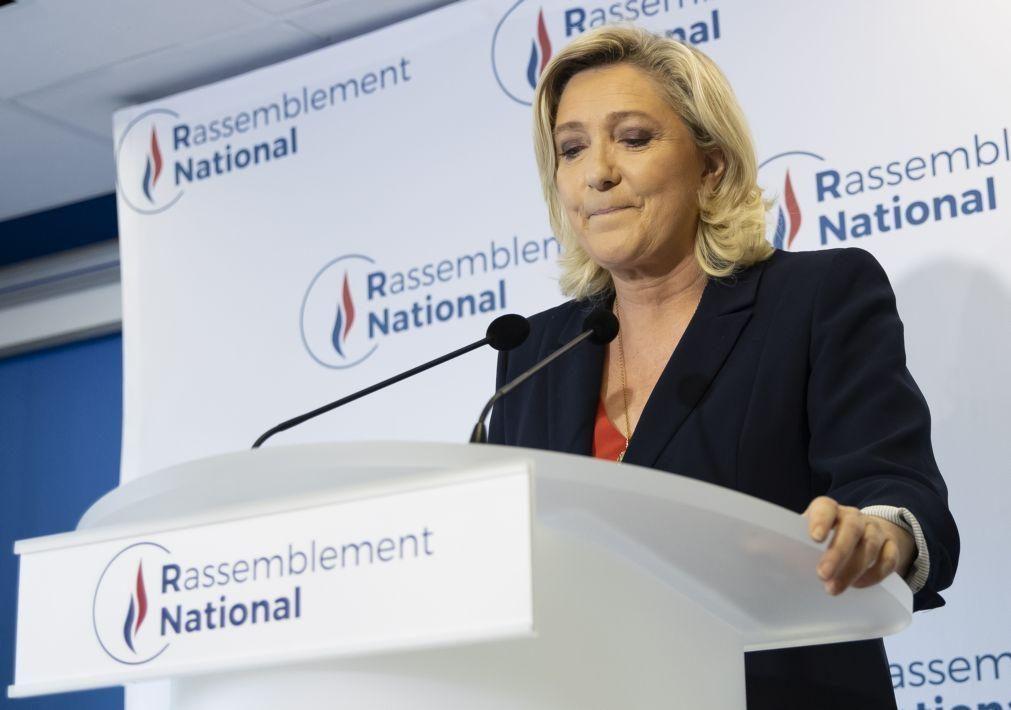 Le Pen mantém rumo político para as presidenciais apesar do revés nas regionais