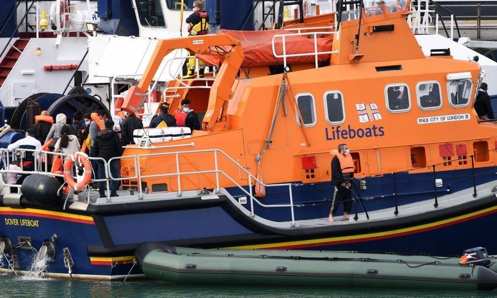 Mais de 70 migrantes resgatados no canal da Mancha por autoridades francesas