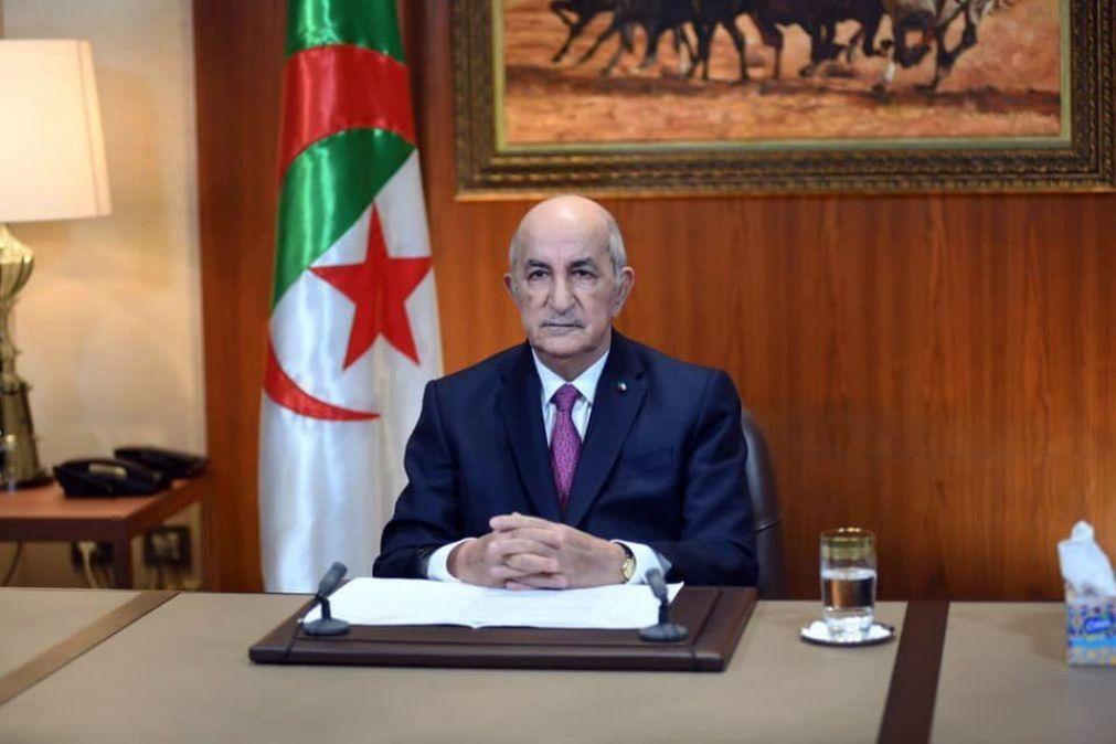 Presidente argelino ordena libertação de jovens presos por participarem em manifestações