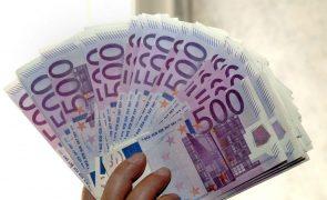 Poupança das famílias na zona euro sobe e investimento atinge recorde até março