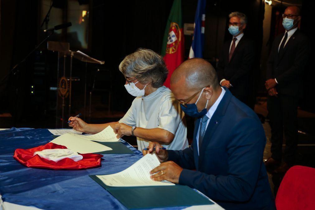 Teatro de São João doa equipamento técnico-teatral e de edição a Cabo Verde