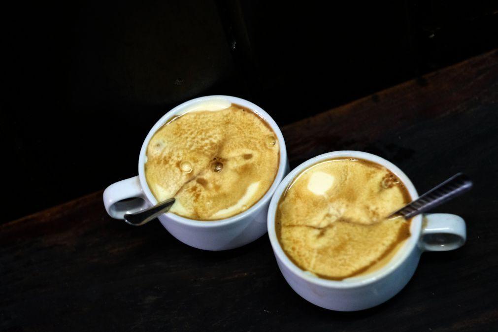 Beber café pode fazer com que viva mais tempo