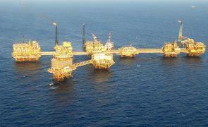 Pemex assegura que relâmpagos causaram incêndio no Golfo do México