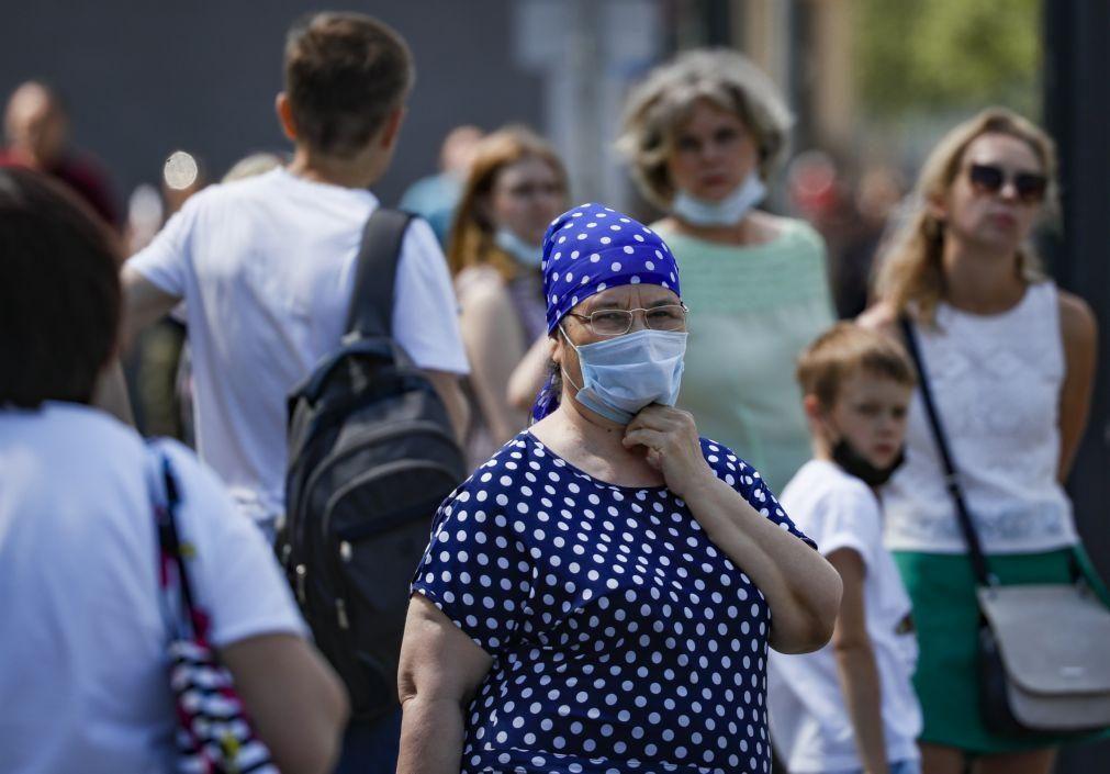 Covid-19: Rússia volta a registar recorde diário com 737 mortes