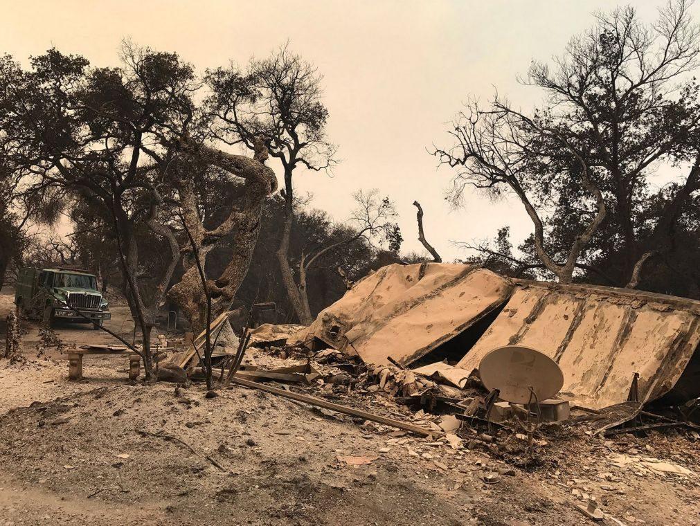 Incêndios na Califórnia destroem 37 estruturas, incluindo casas