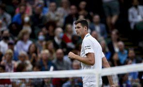 Wimbledon: Hurkacz bate Medvedev e está pela primeira vez nos 'quartos'