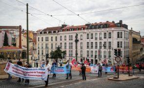 Trabalhadores do setor ferroviário protestam em Lisboa e agendam nova reunião