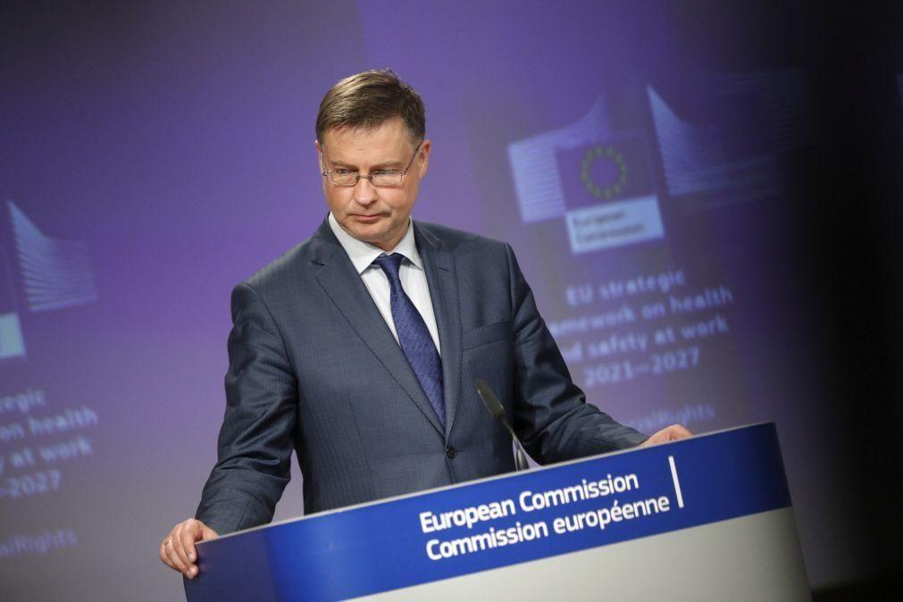 Bruxelas ultima proposta sobre taxa digital na UE que