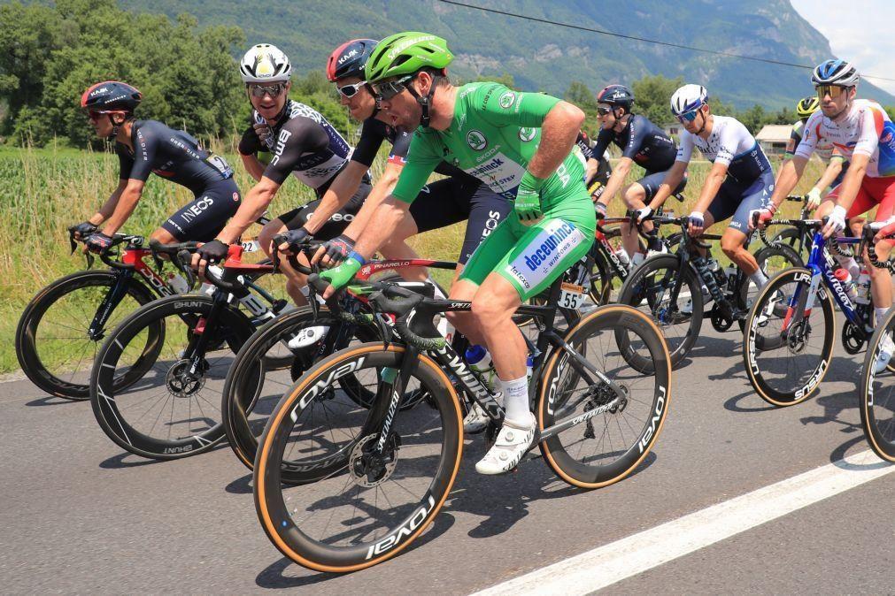 Tour: Cavendish consegue 'hat-trick' e está a um triunfo de Merckx