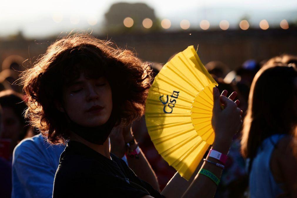 Covid-19: Incidência acumulada em Espanha entre os jovens aumenta para 717 casos