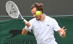 Wimbledon: Medvedev cai perante Hurkacz e Barty encontra Kerber nas 'meias'