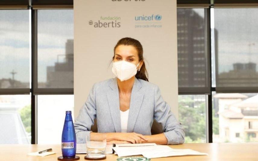 Letizia Vinga com look veranil, ideal para uma reunião de trabalho | Fotos