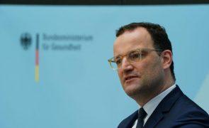 Covid-19: Governo alemão apela a população para se vacinar face a subida de contágios