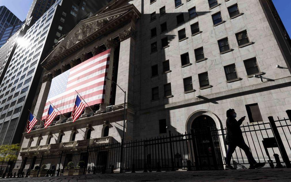Wall Street segue em terreno positivo à espera das atas da Fed