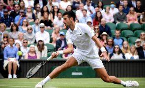 Wimbledon: Campeão Djokovic bate Fucsovics e já está nas meias-finais