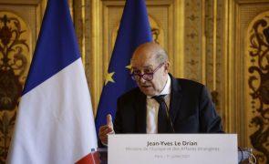 Haiti: França denuncia