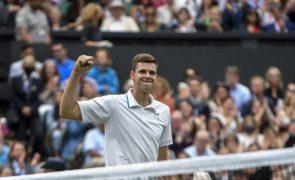 Wimbledon: Hurkacz elimina Federer e estreia-se nas meias-finais