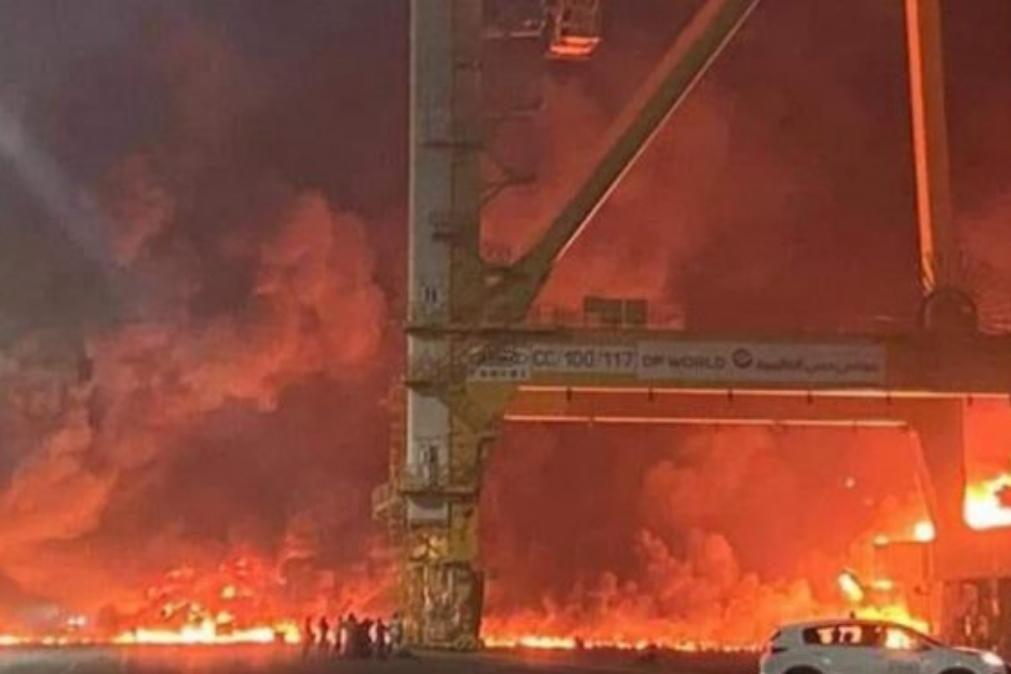 Violenta explosão registada esta noite no Porto do Dubai [vídeo]