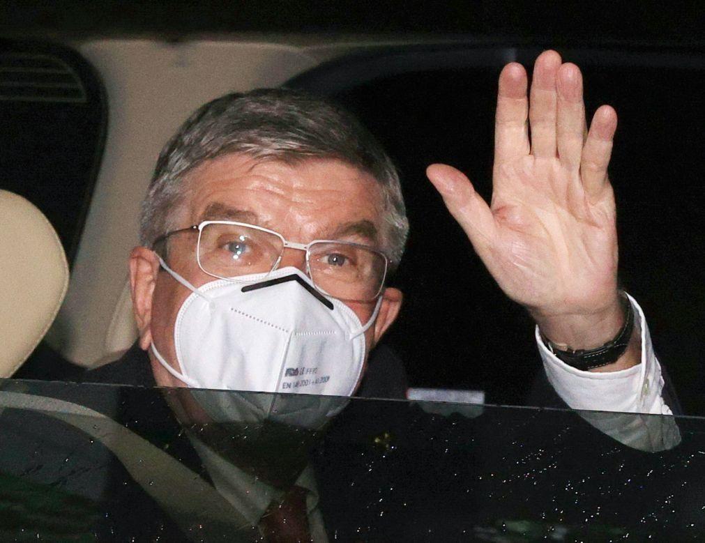 Covid-19: Presidente do Comité Olímpico chega a Tóquio em dia de possíveis novas restrições
