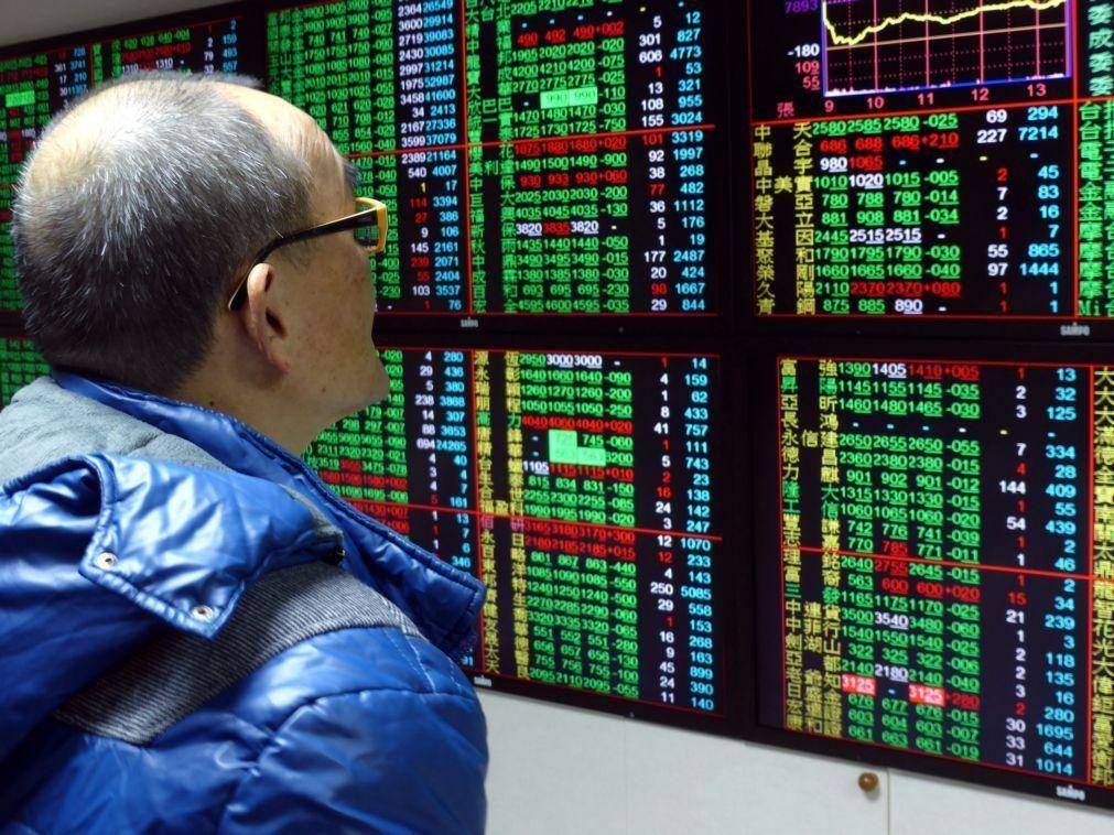 Bolsa de Xangai encerra a cair 0,79%