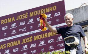 José Mourinho chega a Roma para