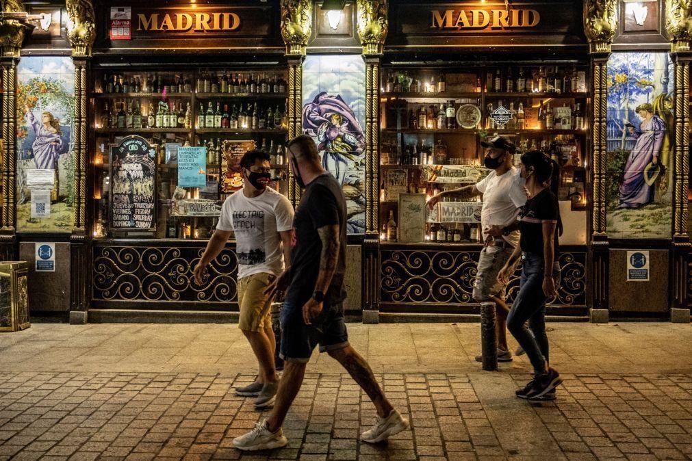 Covid-19: Aumento de contágios entre os jovens em Espanha leva a crescimento da incidência