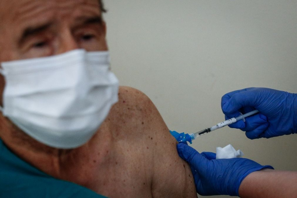 Exaustão dos enfermeiros pode colocar em causa ritmo da vacinação, diz sindicato
