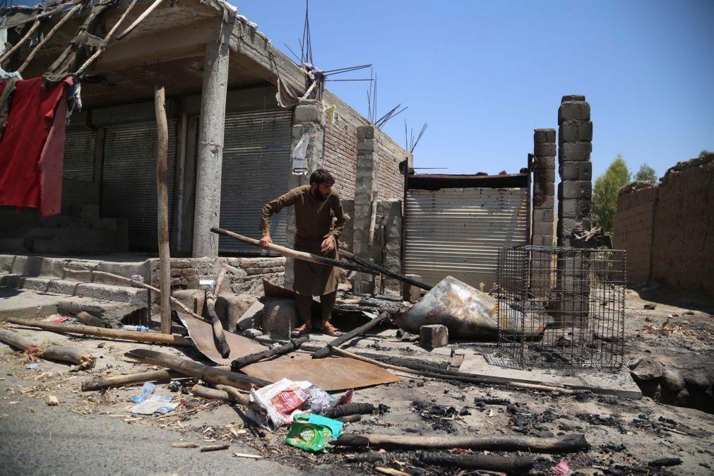 Afeganistão: Talibãs declaram que controlam 85% do território