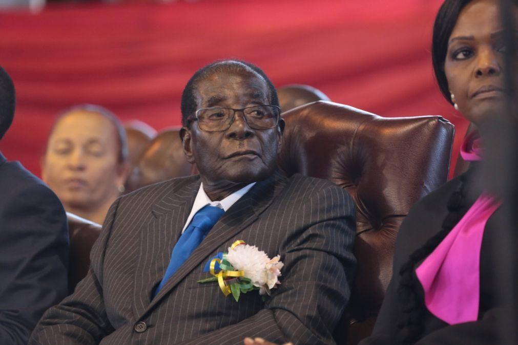 Presidente do Zimbabué está em Singapura por razões médicas