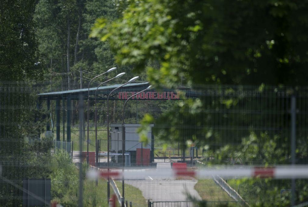 Lituânia ergue vedação fronteiriça para travar migração da Bielorrússia