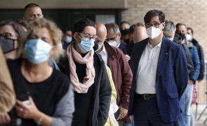 Covid-19: Contágios em Espanha continuam em alta mas pressão hospitalar estável