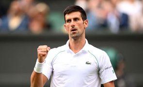 Wimbledon: Campeão Djokovic bate Shapovalov e disputa final com Berrettini