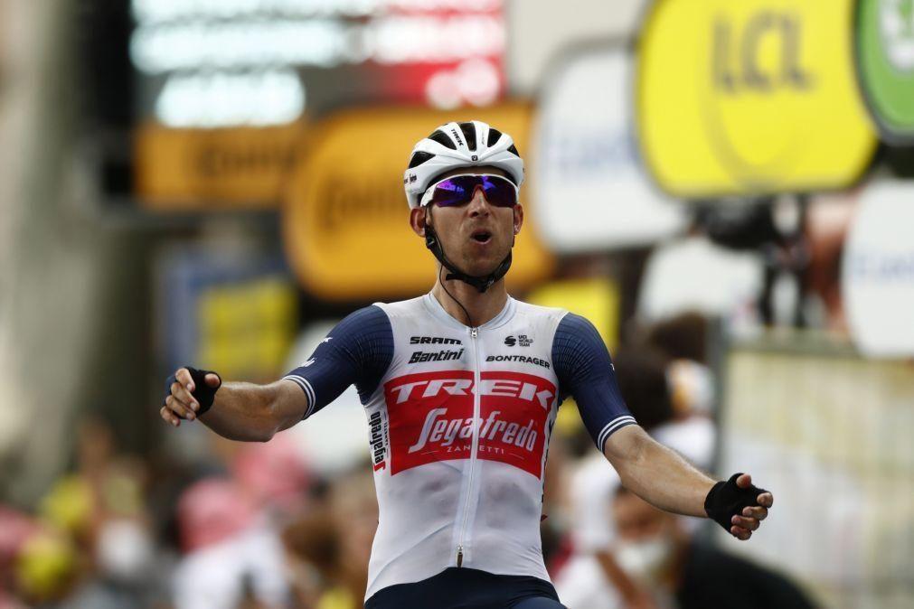 Tour: Bauke Mollema ganha 14.ª etapa, Guillaume Martin sobe ao segundo lugar da geral