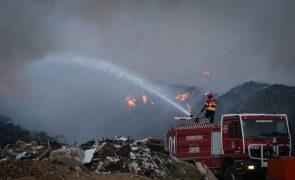 Incêndio deflagrou hoje à tarde na empresa Tratolixo em Cascais