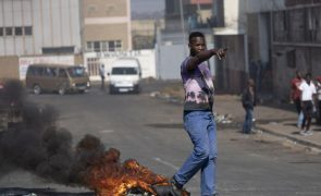 Pelo menos 62 detidos em ações violentas após prisão de ex-Presidente sul-africano Zuma