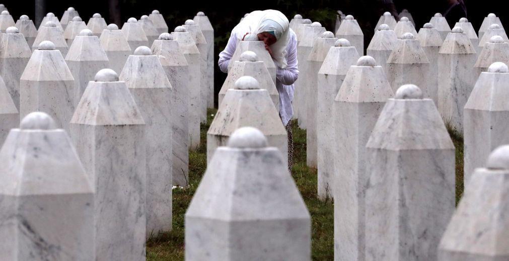 Bósnia-Herzegovina assinala 26.º aniversário do massacre de Srebrenica
