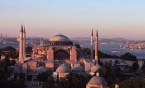 Polícia turca lança operações para deter 229 pessoas supostamente ligadas a clérigo