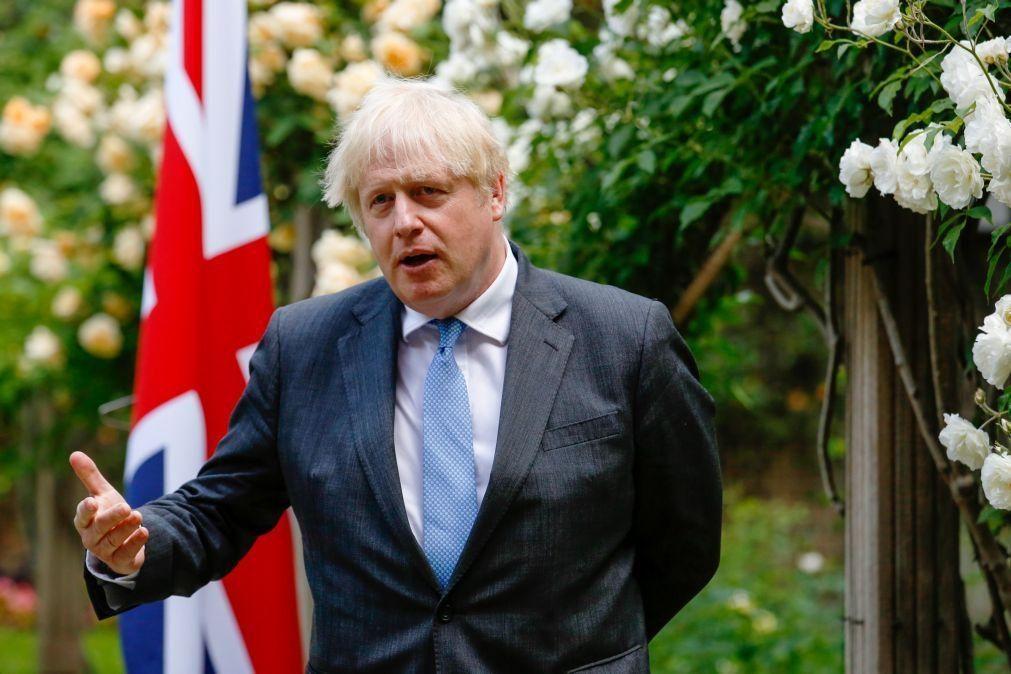 Covid-19: PM britânico pede