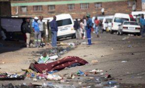 Pelo menos sete mortos e 200 detidos em distúrbios na África do Sul