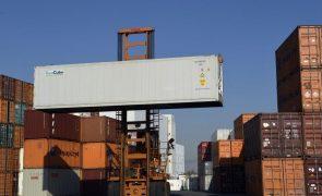 Exportações da China sobem 32% em junho e crescimento das importações abranda