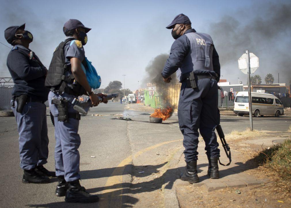Pelo menos 36 mortos e mais de 700 detenções na África do Sul