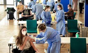 Covid-19: Merkel afasta cenário de vacinação obrigatória na Alemanha