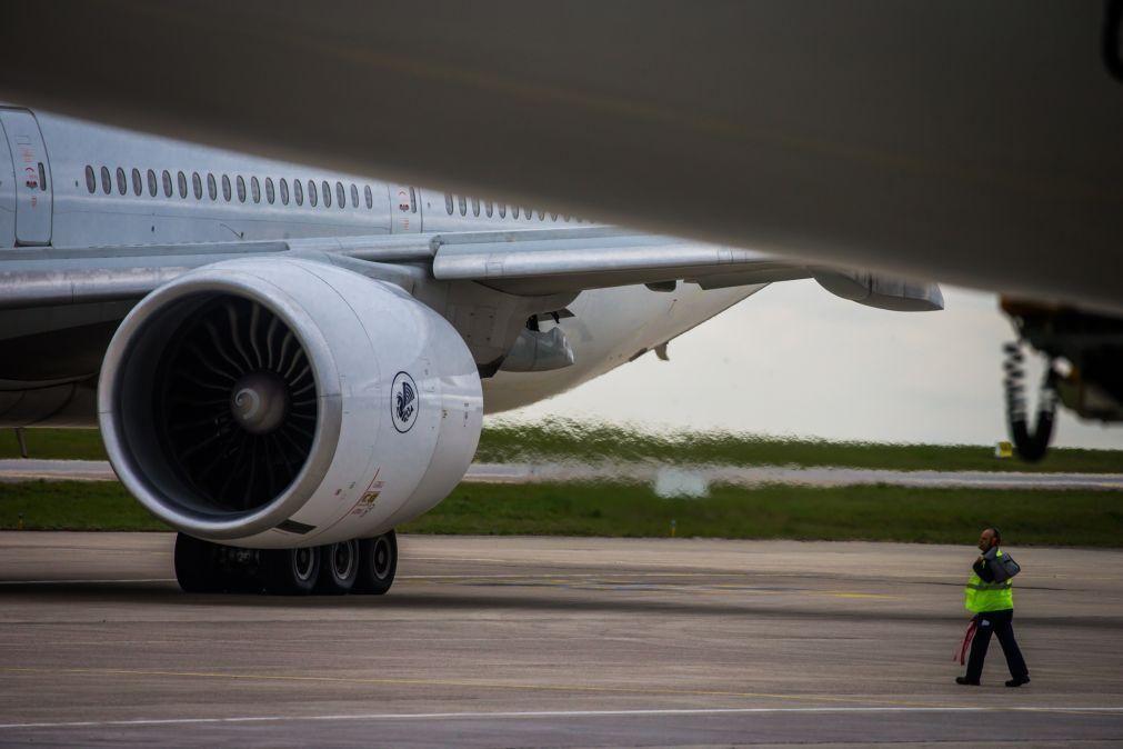 Boeing reduz ritmo de produção de aviões 787 após novos problemas