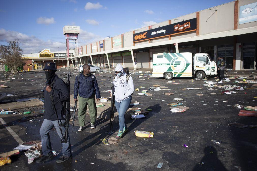 Pelo menos 45 mortos em violência política e pilhagens na África do Sul