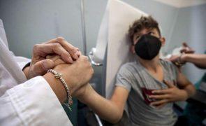 Pediatras estão divididos sobre vacinar crianças contra a covid-19