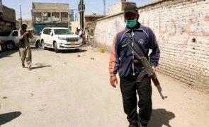 Afeganistão: Paquistão fecha posto fronteiriço após talibãs tomarem lado afegão